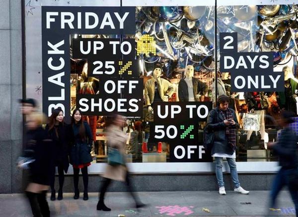 """Mùa đông """"nóng"""" hơn trong mắt các tín đồ mua sắm bởi hàng loạt biển giảm giá dịp Black Friday"""