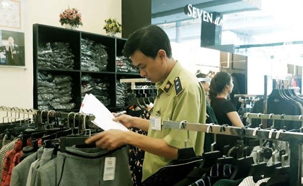 Đội Quản lý thị trường (QLTT) số 14 (Cục QLTT Hà Nội) đã ra quyết định tạm giữ hơn 9.000 sản phẩm của <a class=