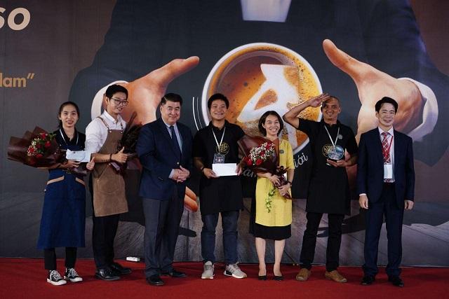 Ban tổ chức trao Giải thưởng cho các đơn vị chiến thắng trong cuộc thi