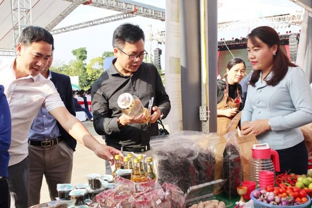 Đây là dịp  là điểm nhấn tô thắm thêm mối quan hệ hữu nghị truyền thống, đoàn kết đặc biệt và hợp tác toàn diện giữa Việt Nam và Lào.