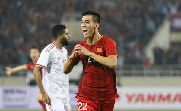 Tiến Linh - cầu thủ ghi bàn thắng duy nhất ở trận đấu này được các nhà tài trợ thưởng 400 triệu đồng