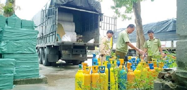 Lực lượng QLTT tỉnh Quảng Bình thu giữ lượng lớn bình khí cười N20