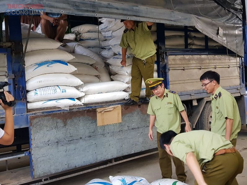 5 tấn đường nhập lậu bị lực lượng chức năng phát hiện, thu giữ