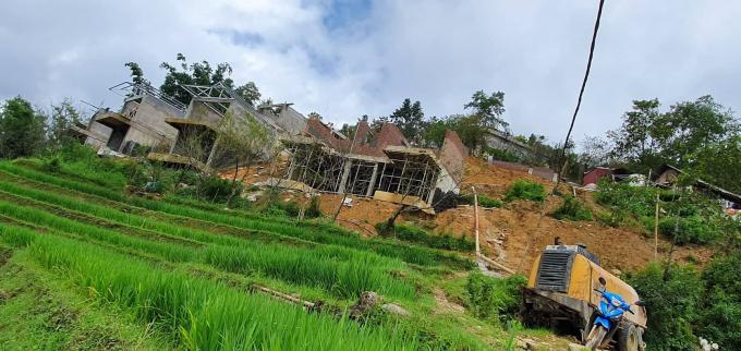 Hàng loạt công trình xây dựng homestay, Eco Palm House được xây dựng trái phép trên đất danh thắng ruộng bậc thang, một vài chủ đầu tư còn san lấp ra ruộng bậc thang để xây dựng