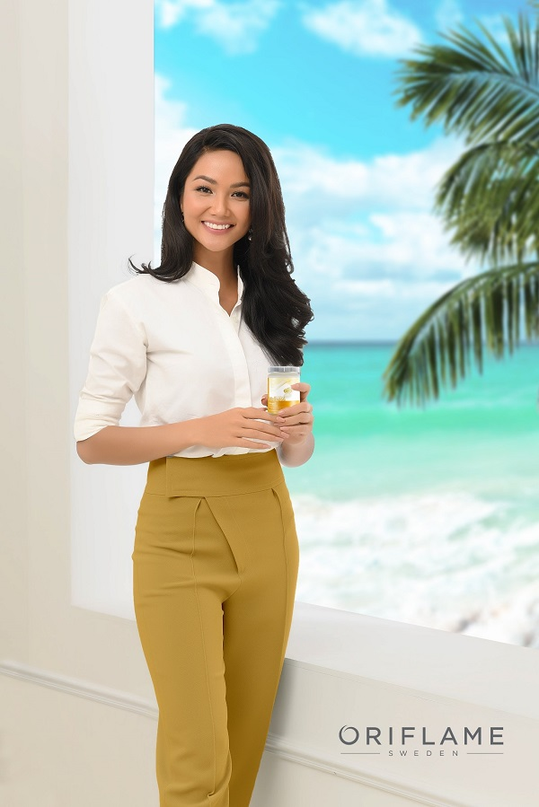 Đại sứ Thương hiệu Oriflame Việt Nam – HHHV H'Hen Niê. Cô luôn tin dùng các sản phẩm bảo vệ sức khỏe từ Oriflame
