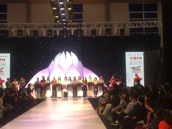 Triển lãm có sự góp mặt của các doanh nghiệp hàng đầu trong lĩnh vực dệt may Việt Nam như: Tổng Công ty may Đức Giang, Tổng Công ty may Việt Tiến