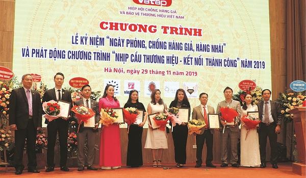 Lãnh đạo Hiệp hội VATAP biểu dương các DN chung tay ủng hộ xây dựng cây cầu Khe Mạng
