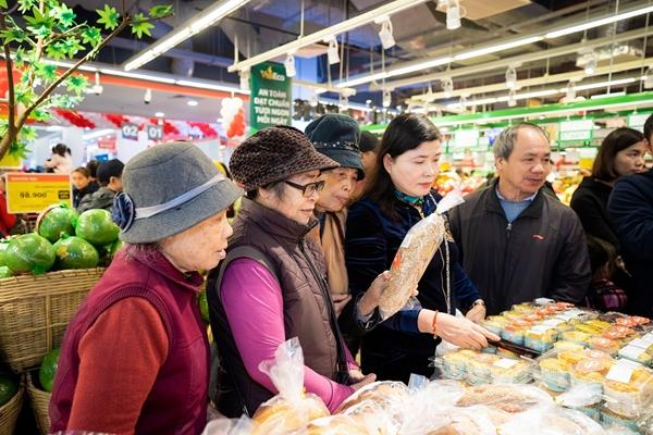 Lần đầu tiên hai thị xã có siêu thị hiện đại với các sản phẩm tươi sống, đồ gia dụng chất lượng cao, phục vụ đời sống thường ngày của người dân