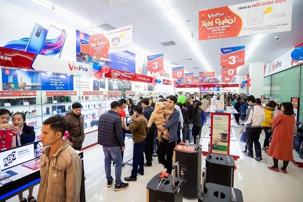 Siêu thị điện máy VinPro đã mau chóng lên kệ các sản phẩm điện thoại VSmart mới nhất, phù hợp với túi tiền khách hàng Việt