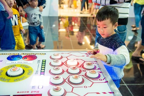 Trẻ được vui chơi, giải trí an toàn, sạch sẽ và bổ ích là điều các bậc phụ huynh trông chờ nhất tại Vincom+ Ninh Hòa.