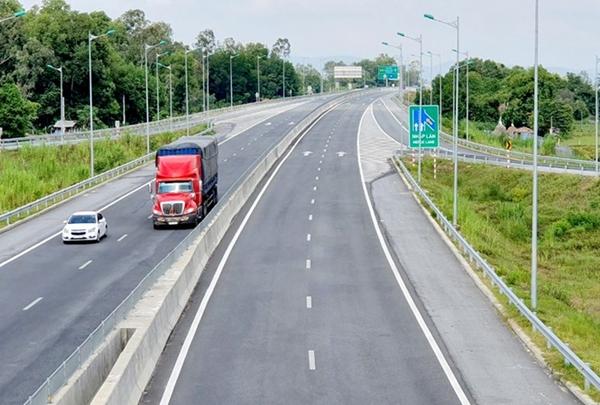 Một đoạn cao tốc Đà Nẵng - Quảng Ngãi