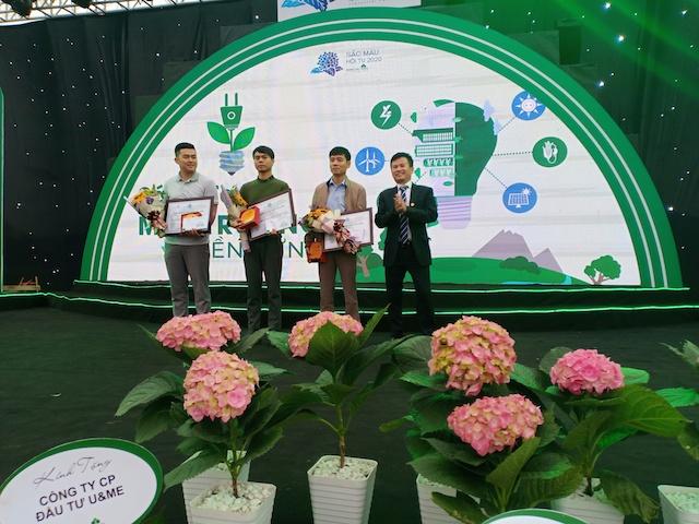 3 trong số 6 tác giả được trao giải