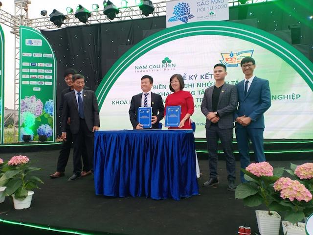 BQL KCN Nam Cầu Kiền ký Biên bản ghi nhớ hợp tác với Trường THPT Ngô Quyền, Hải Phòng
