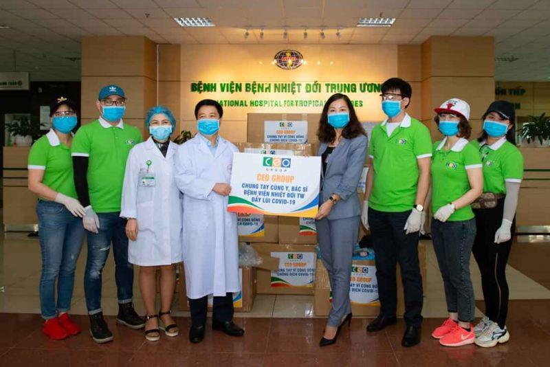 Tập đoàn CEO phát tặng 10 nghìn khẩu trang y tế cho người dân Thủ đô Hà Nội