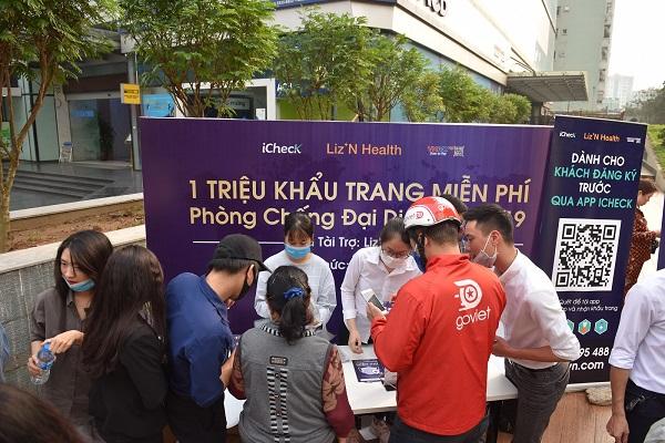 """Liz'N Health iCheck và VNPAY cùng chiến dịch """"1 triệu khẩu trang miễn phí"""" tại Hà Nội"""