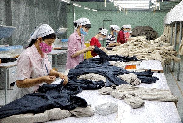 Dây chuyền sản xuất của Công ty cổ phần May Pearl (phường Dữu Lâu, thành phố Việt Trì)