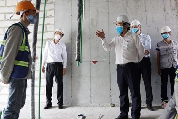 Lãnh đạo UBND TPHCM đi kiểm tra thực tế ở các doanh nghiệp, công trường xây dựng (Ảnh TTBC)