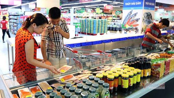 Sức mua của 97 triệu dân thị trường trong nước giúp các DN tiêu thụ lượng lớn hàng hóa (Ảnh Quang Phúc)