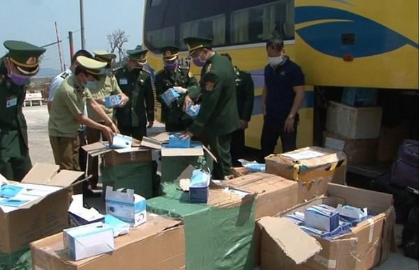 Tăng cường kiểm tra, ngăn chặn và xử lý nghiêm các trường hợp buôn lậu, vận chuyển trái phép khẩu trang và gạo