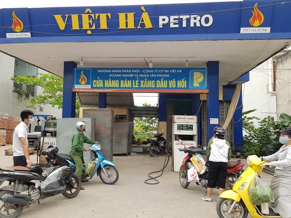Cửa hàng bán lẻ xăng dầu Vô Hối - nơi phóng viên và người dân ghi nhận cửa hàng bán lẻ xăng dầu Vô Hối vẫn bán xăng cho khách hàng với giá cũ là 16.910 đồng/1 lít xăng RON 95-IV (trong khi đó giá mới là 12.660 đồng).