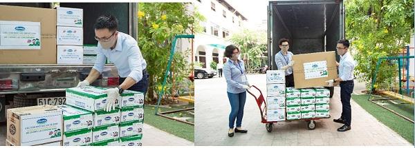 Chuyến xe chở nhu yếu phẩm, sữa của Vinamilk đến Trung tâm Phục hồi chức năng và trợ giúp trẻ khuyết tật tại TP.HCM, nơi đang nuôi dạy hơn 350 trẻ em có hoàn cảnh khó khăn