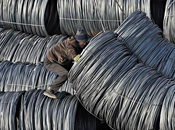 Bộ Công Thương đang áp thuế chống bán phá giá một số mặt hàng thép nhập khẩu để bảo vệ sản xuất nội địa