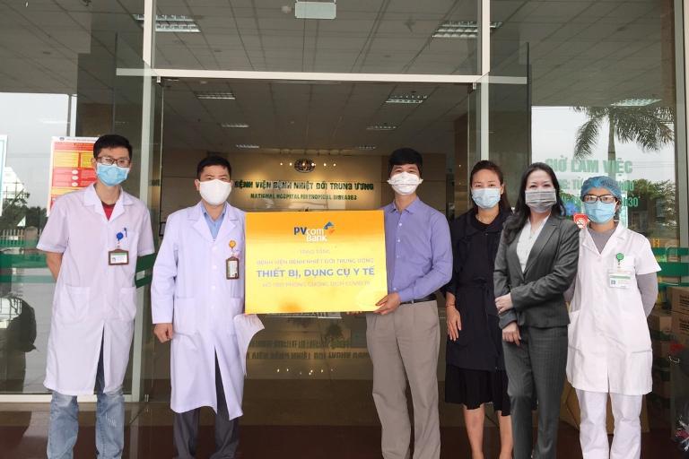 Hành động thể hiện trách nhiệm xã hội của PVcomBank đồng hành cùng cộng đồng, tiếp thêm nguồn lực cho các bệnh viện tuyến đầu phòng chống dịch.