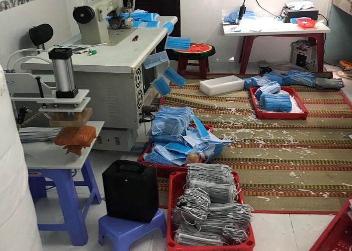 Bên trong xưởng may khẩu trang của Công ty TNHH Thương mại và Sản xuất Song Thiên, TP. HCM