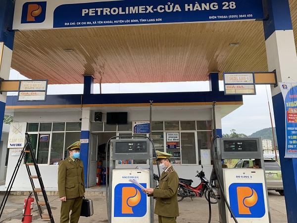 QLTT Lạng Sơn, ra quân kiểm soát thị trường xăng dầu