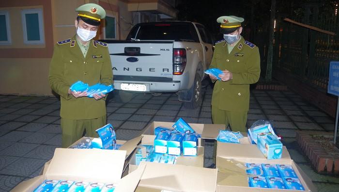 Lực lượng QLTT TP.Thái Nguyên kiểm đếm số khẩu trang bị tịch thu