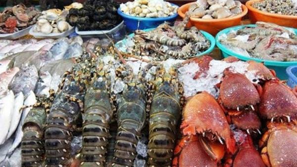 Giá lợn hơi tăng cao, siêu thị chuyển sang khuyến mãi hải sản