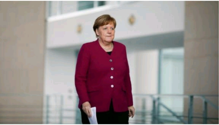 Thủ tướng Đức Angela Merkel đến dự một cuộc họp báo, về các biện pháp của chính phủ Đức trong việc chống lây lan lan thêm coronavirus vào ngày 9/4,2020