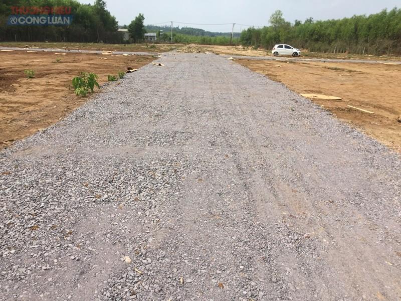 Đang là đất nông nghiệp nhưng chủ đầu tư đã rải đá, làm đường phân lô thành ô bàn cờ để bán
