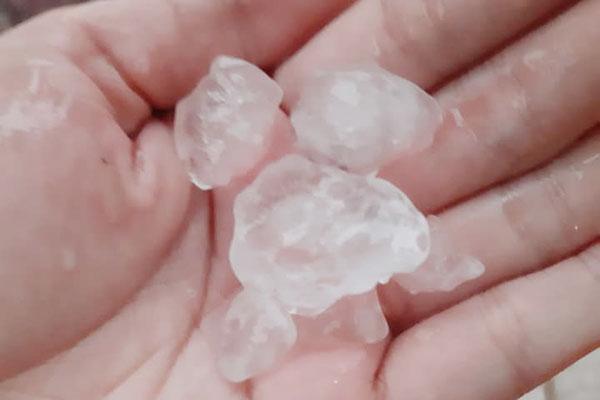 Những viên đá có kích thước trung bình từ 0,5 – 1 cm. Ảnh: Báo Lào Cai