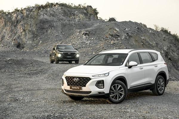 Hyundai Santa Fe đang được giảm giá bán tới 100 triệu đồng