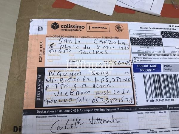 Các bưu phẩm ghi rõ địa chỉ người nhận (Ảnh: T.H)