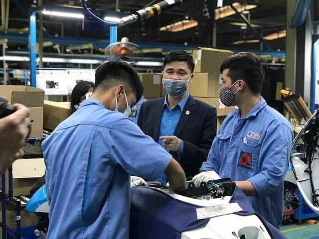 Lãnh đạo Tổng Liên đoàn Lao động Việt Nam thăm hỏi, động viên công nhân lao động tại tỉnh Vĩnh Phúc