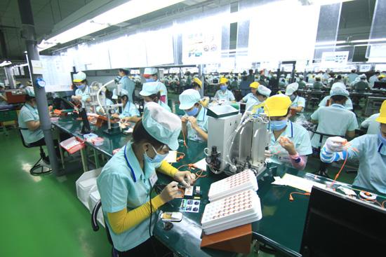 Mặt hàng giày dép đạt 5,5 tỷ USD, tăng 1,3%; gỗ và sản phẩm gỗ đạt 3,4 tỷ USD, tăng 10,1%.