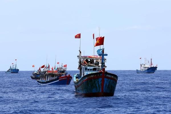 Ngư dân Việt Nam đánh bắt ở ngư trường Hoàng Sa (Ảnh: Thanh Niên)