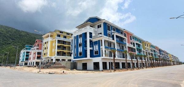Phân khu đầu tiên của Sonasea Vân Đồn Harbor City là Singapore Shoptel giai đoạn 1 với 192 căn đang được CĐT tích cực hoàn thiện các hạng mục để sớm bàn giao và đưa vào khai thác