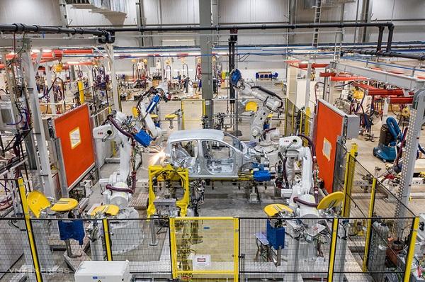Xưởng sản xuất, lắp ráp thân vỏ của Nhà máy Ôtô Vinfast (Hải Phòng) (Ảnh: Cao Tuấn)