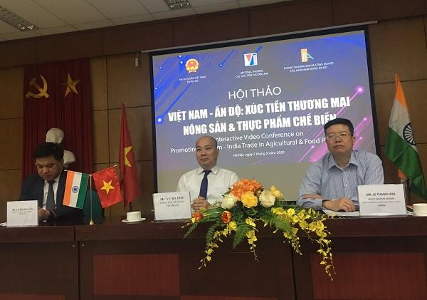 Ông Vũ Bá Phú – Cục trưởng Cục Xúc tiến thương mại (Bộ Công Thương) (giữa) chủ trì hội thảo
