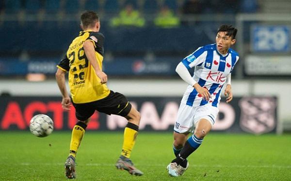Đoàn Văn Hậu (phải) trong lần hiếm hoi được thi đấu cho đội một của Heerenveen ở Cup Quốc gia Hà Lan (Ảnh: SCH)