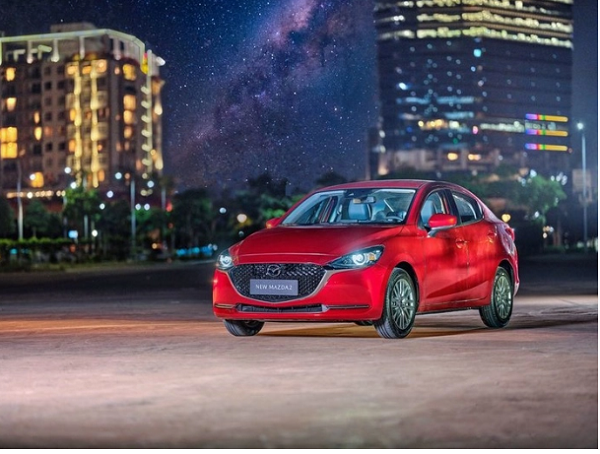 Ra mắt vào tháng 3/2020, phiên bản nâng cấp Mazda2 2020 bán ra với 2 phiên bản là sedan và hatchback