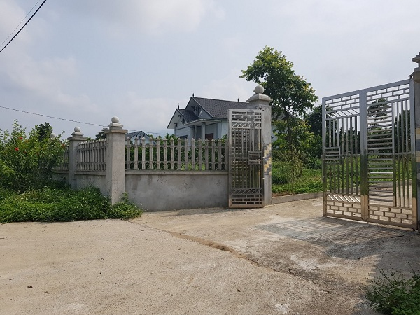 hàng loạt căn biệt thự nguy nga được xây dựng theo mô hình nhà vườn