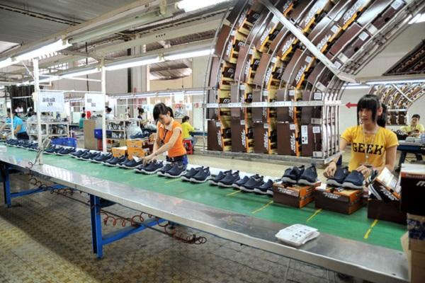 Sản xuất giày dép xuất khẩu tại Tập đoàn TBS (Bình Dương) (Ảnh: T.V.N)