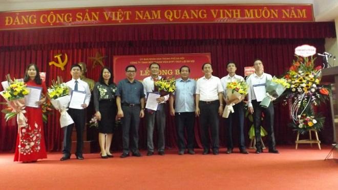 Lễ công bố các Quyết định về công tác cán bộ của Chủ tịch UBND Thành phố Hà Nội tại Công ty TNHH Một thành viên Đầu tư phát triển Thủy lợi Hà Nội (ông Phan Tuy Hội đứng giữa)
