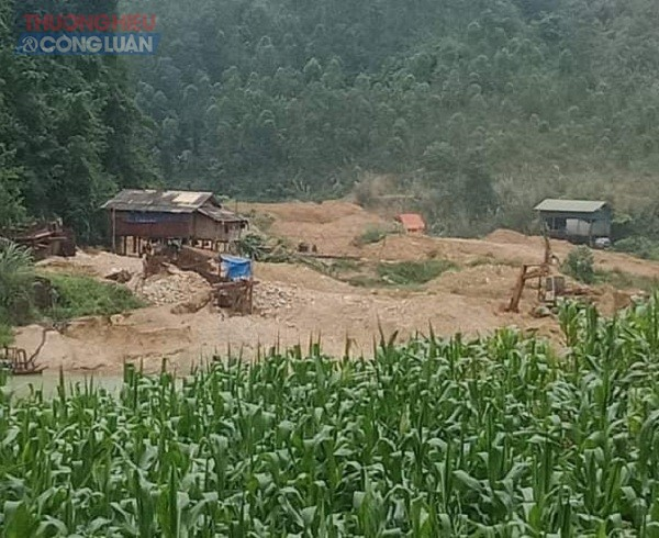 Công ty Hòa An đang tiến hành khai thác ba mỏ quặng tại khu vực thôn Đồng Bèn, gồm hai mỏ phía trong (Khu 1 hang Hờm+ khu 2 hang Hờm)