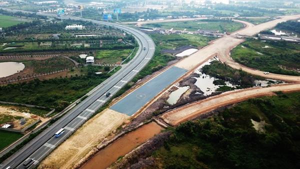 Đường cao tốc Trung Lương - Mỹ Thuận thuộc cao tốc Bắc - Nam phía Đông đang được đầu tư theo hình thức BOT (Ảnh: MẬU TRƯỜNG)