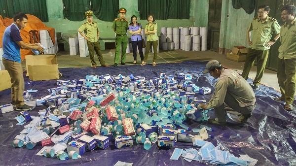 Lực lượng chức năng tỉnh Bắc Giang tiến hành tiêu hủy hàng hóa vi phạm